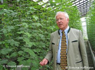 Fritz Ludwig Schmucker, administrador de la Sociedad para la Investigación del Lúpulo. Hüll, Alemania.