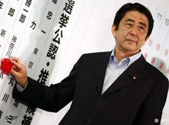 Shinzo Abe in der Wahlnacht, Quelle: AP