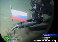 bandera rusa en el fondo del artico