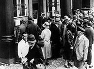 到30年代初,危机席卷全世界,德国当然也被波及