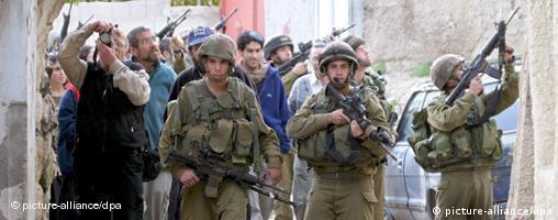 Hebron, israelische Soldaten schützen jüdische Siedler
