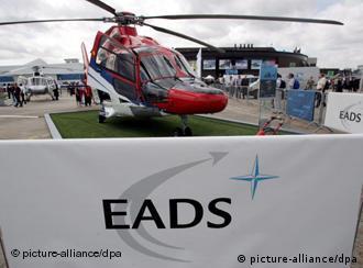 Вертолет Eurocopter производства концерна EADS на авиасалоне в Париже
