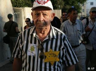 Protestele supravieţuitorilor Holocaustului în faţa Knesset-ului, împotriva condiţiilor umilitoare de viaţă pe care li le oferă statul evreu (august 2007).