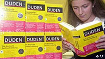 Девушка со словарем Duden