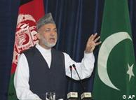 Der afghanische Präsident Hamid Karsai bei der Eröffnung der Friedens-Dschirga, Foto: AP