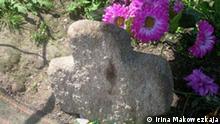 wachsendes Kreuz an einem Friedhof in Turow, Weißrussland. Autorin: Irina Makowezkaja.