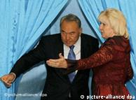 Назарбаев на избирательном участке