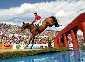 FEI Horse Jumping European Championships in Mannheim, 19.08.2007. (AP Photo/Michael Probst)