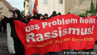 Demonstration gegen Rassismus in Müggeln (Foto: dpa)