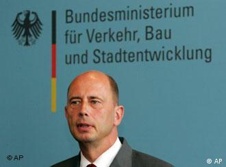 Wolfgang Tiefensee, ministro alemán de Tránsito, Construcción y Desarrollo Urbano, responsable de la reconstrucción del Este