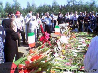 گردهمایی خانوادههای قربانیان اعدامهای سال ۶۷ در خاوران، عکس از آرشیو