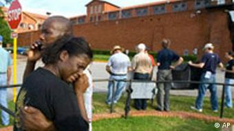Dyamond Alexander, sister of Johnny Ray Conner, is consoled by James Alexander, after hearing of the execution of Johnny Ray Conner, Wednesday, Aug. 22, 2007, at the Huntsville Unit in Huntsville, Texas. The Texas execution was the 400th in the United States' most active death penalty state since the U.S. Supreme Court allowed capital punishment to resume in 1976. (AP Photo/Paul Zoeller)