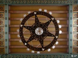 A ceiling lamp in the main hall of a synagogue at the Rykestrasse in Berlin during renovation works on Aug. 3, 2007