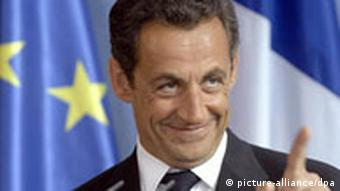 Sarkozy standing in front of an EU flag