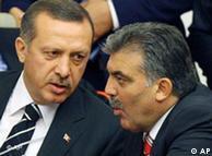 عبدالله گول رئیسجمهور و رجب طیب اردوغان نخستوزیر ترکیه، مخالفان مداخله نظامی در لیبی
