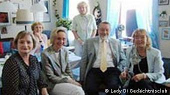 Mitglieder des Lady Di Gedächtnisclubs in Hameln