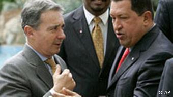 Kolumbiens Präsident Alvaro Uribe mit Venezuelas Präsident Hugo Chavez, Quelle: AP