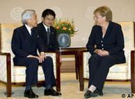 La canciller alemana, Angela Merkel, con el emperador Akihito