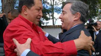 Die Präsidenten Kolumbiens und Venezuelas, Hugo Chavez und Alvaro Uribe