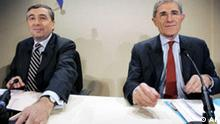 * FILE ** Suez Chairman and CEO Gerard Mestrallet, right, is seen with GDF Chairman and CEO Jean-Francois Cirelli, in this Oct. 30, 2006 file photo. State-run Gaz de France convened a board meeting Sunday Sept. 2, 2007, to discuss a new plan for merging with utility giant Suez SA, as expectations grew that the long-stalled tie-up would at last go through. (AP Photo/Jacques Brinon, File)