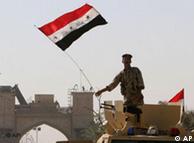 Izamdo banderas: fuerzas iraquíes asumen el mando.