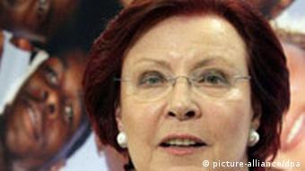 Heidemarie Wieczorek-Zeul stellt neuen Freiwilligendienst vor
