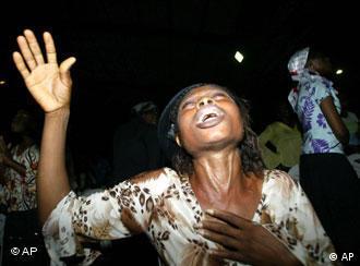 Uma fiel da 'Redeemed Christian Church Of God', em Lagos