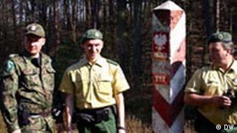 German and Polish border police at the German-Polish border
