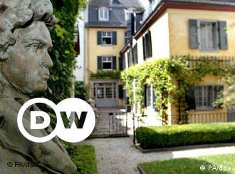 Ludwig van Beethoven nasceu nesta pequena casa em Bonn, em dezembro de 1770, e lá viveu até 1792, quando se mudou para Viena. A Beethovenhaus é agora um museu com grande coleção de manuscritos, instrumentos e outros objetos pertencentes ao famoso compositor.