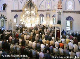 Betende in einer Moschee (Quelle: dpa)