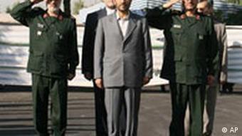 مخالفان بسیج را متهم به دخالت در انتخابات ریاست جمهوری سالهای ۸۴ و ۸۸ می کنند