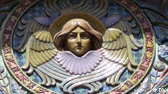 Ange de céramique, détail d'une fresque murale de la cathédrale.