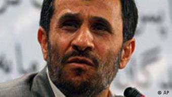 سخنگوی فراکسیون اقلیت مجلس ایران، ریاست جمهوری ۶ ساله احمدینژاد را باعث تقسیم شدن مردم به دو دسته بیکار یا بدهکار میداند