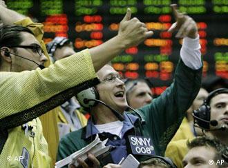 Bursele americane au reacţionat pozitiv la diminuarea dobânzii de referinţă