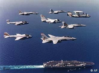 El porta-aviones estadounidense Carl Vinson, pieza clave de la marina, es capaz de transportar hasta 70 aviones de combate.