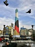 El obelisco de Buenos Aires con las banderas de Argentina y Alemania.