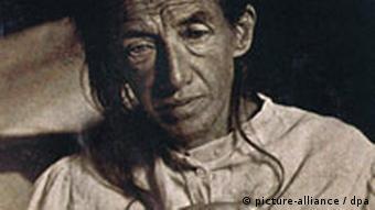 آگوسته دتر - زن بیماری که بیش از ۱۰۰ سال پیش (۱۹۰۱) برای درمان تغییرات رفتاری نزد آلتسهایمر آورده شد. بیماری او آلزایمر نامیده شد.