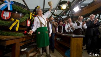 Oktoberfest Ozapft is Münchens Oberbürgermeister Ude