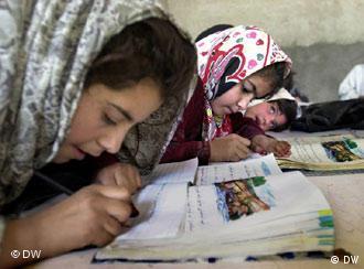 حق آموزش، از بنیادیترین حقوق بشری محسوب میشود
