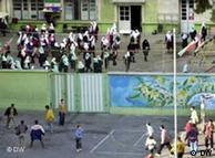 حیاط مدرسهای در ایران