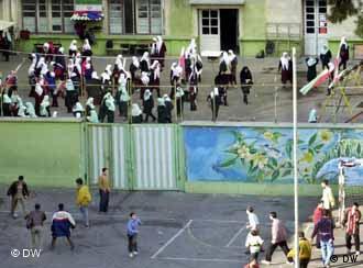 مدرسهای تفکیکشده میان دختران و پسران