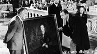 Fritz Rasp (2.v.li.) in dem Film Hokuspokus (1953)