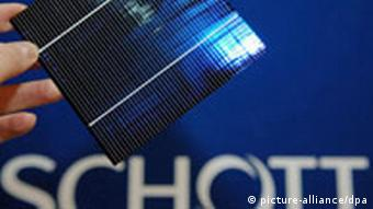 A solar cell and SCHOTT logo.
