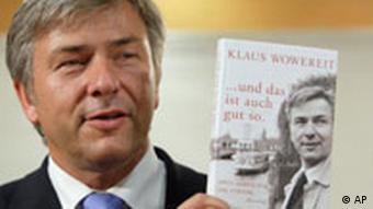 Клаус Воверайт рекламирует свою книгу