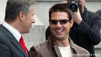 Tom Cruise with Berlin mayor Klaus Wowereit (left)