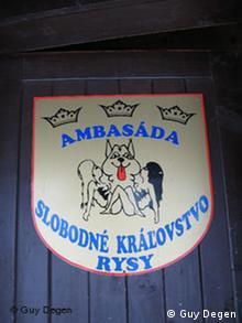 Un insigne accueille les visiteurs dans le royaume de Viktor, le Roi de la Montgne