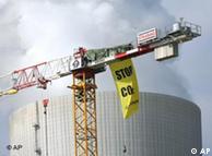 Protesta contra Vattenfall: La energía limpia de centrales carboeléctricas es un mito, según Greepeace.