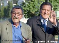Grass (izq.) junto al ex canciller Gerhard Schröder.