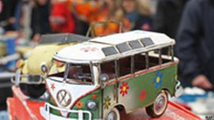 VW Bus - Happy Birthday (AP)