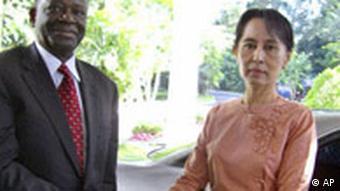 Im November 2007 ließ die Junta den UN-Sondergesandten Gambari zu Suu Kyi durch - ap